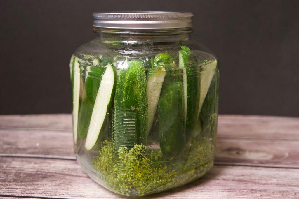 pickles in white vinegar